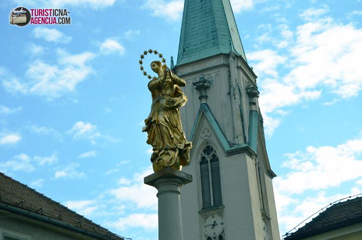 Celje spomenik cerkev